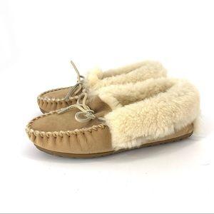 L. L. Bean Women sheep skin slippers moccasin